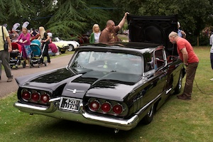 Large American car (Ford Thunderbird)