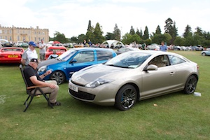 Admiring or telling off a Renault Megane Coupe