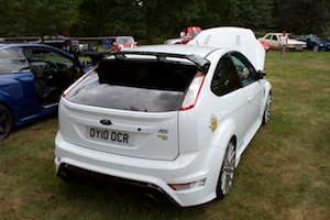 Aparently a white focus RS doesn't need a yellow number plate at the back
